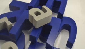 Fabrication de lettres découpées