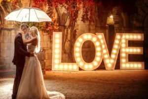 grande lettre lumineuse mariage